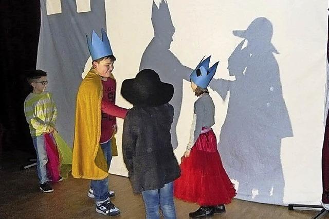 Schattentheater fördert Kreativität und Gemeinschaft