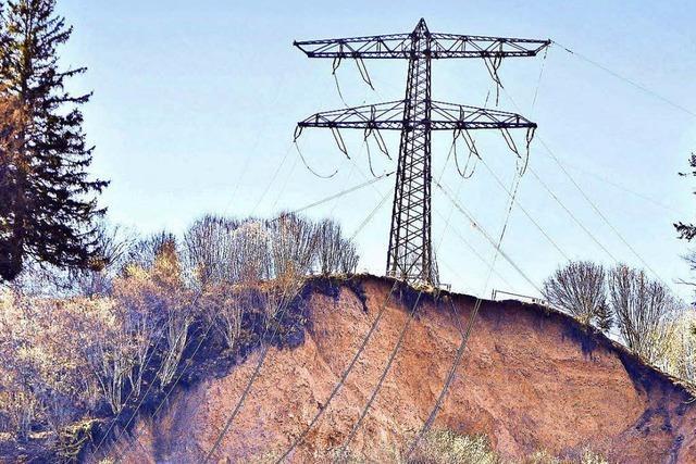 Erdrutsch bei Wutach: Strommast kann jederzeit kippen
