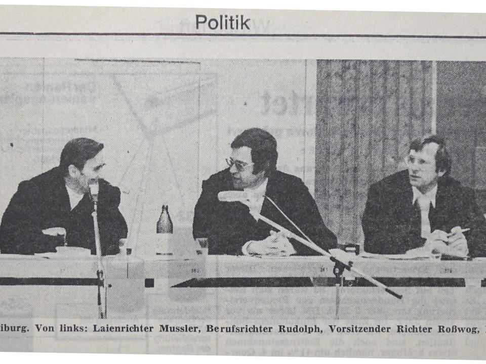 Dieses Bild vom Wyhl-Prozess erschien ... neben ihm  rechts: Joachim von Bargen  | Foto: maNFRED rICHTER