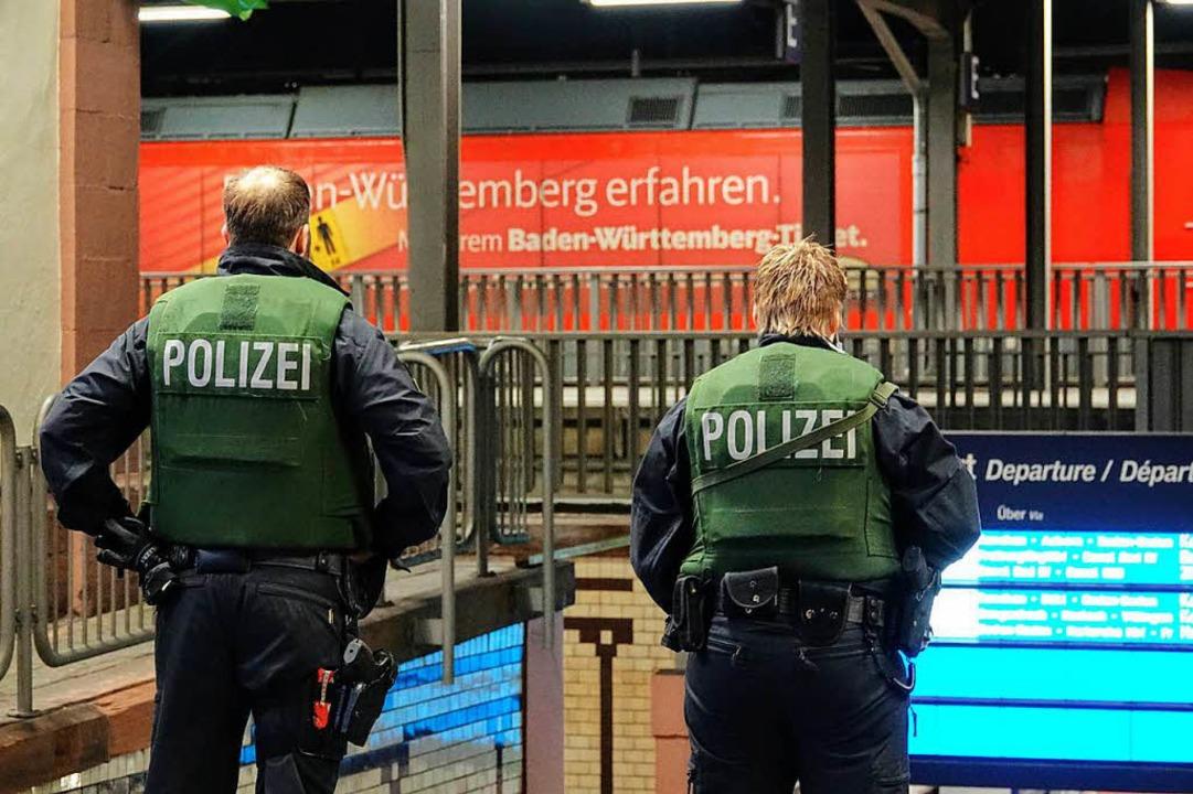 Auch an den Bahnhöfen in Offenburg (Fo...tärkt. Fahrgäste wurden kontrolliert.   | Foto: Lukas Habura