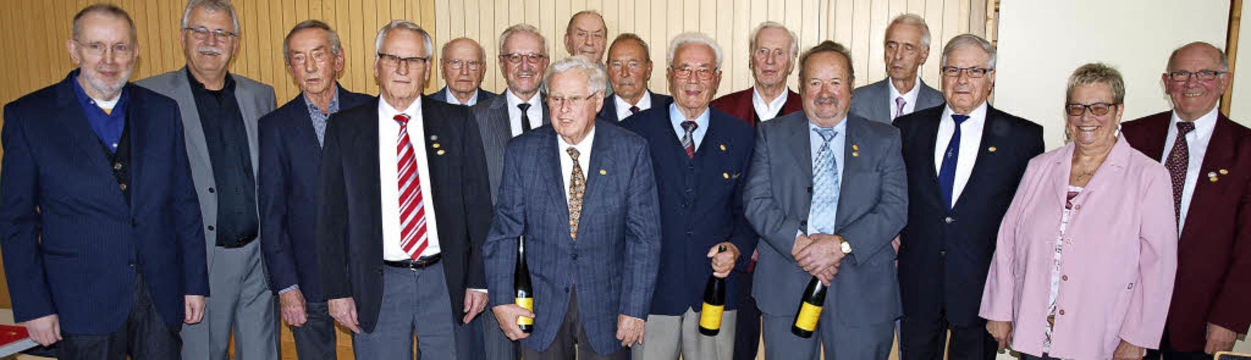 Die Präsidenten des Obermarkgräfler Ch...it Jubilaren für  60, 65 und 70 Jahre   | Foto: Paul Schleer