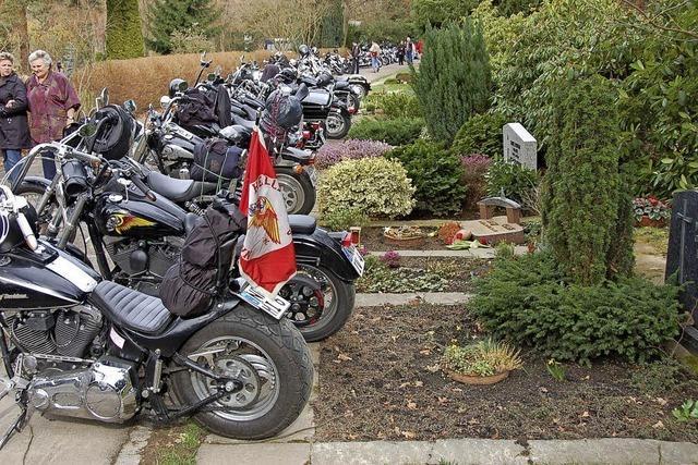 Offenburg verschärft Friedhofssatzung: Lärmen, Spielen und Lagern verboten