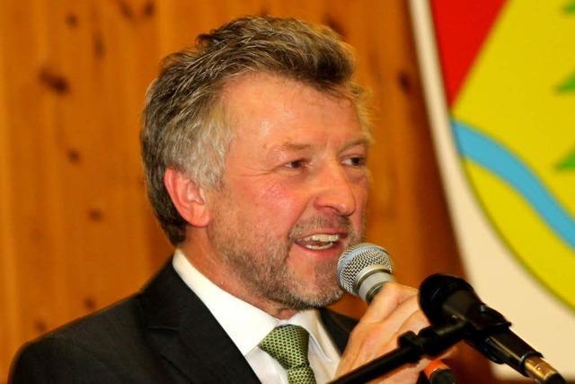 Betrunkener greift Bürgermeister Gerd Schönbett mit Cocktailglas an
