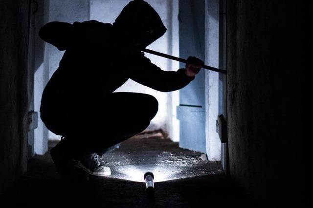 Einbrecher hebeln Balkontür in Eschbau auf