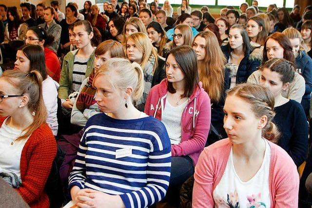 Drei Landtagsabgeordnete beantworten Fragen Lahrer Schüler