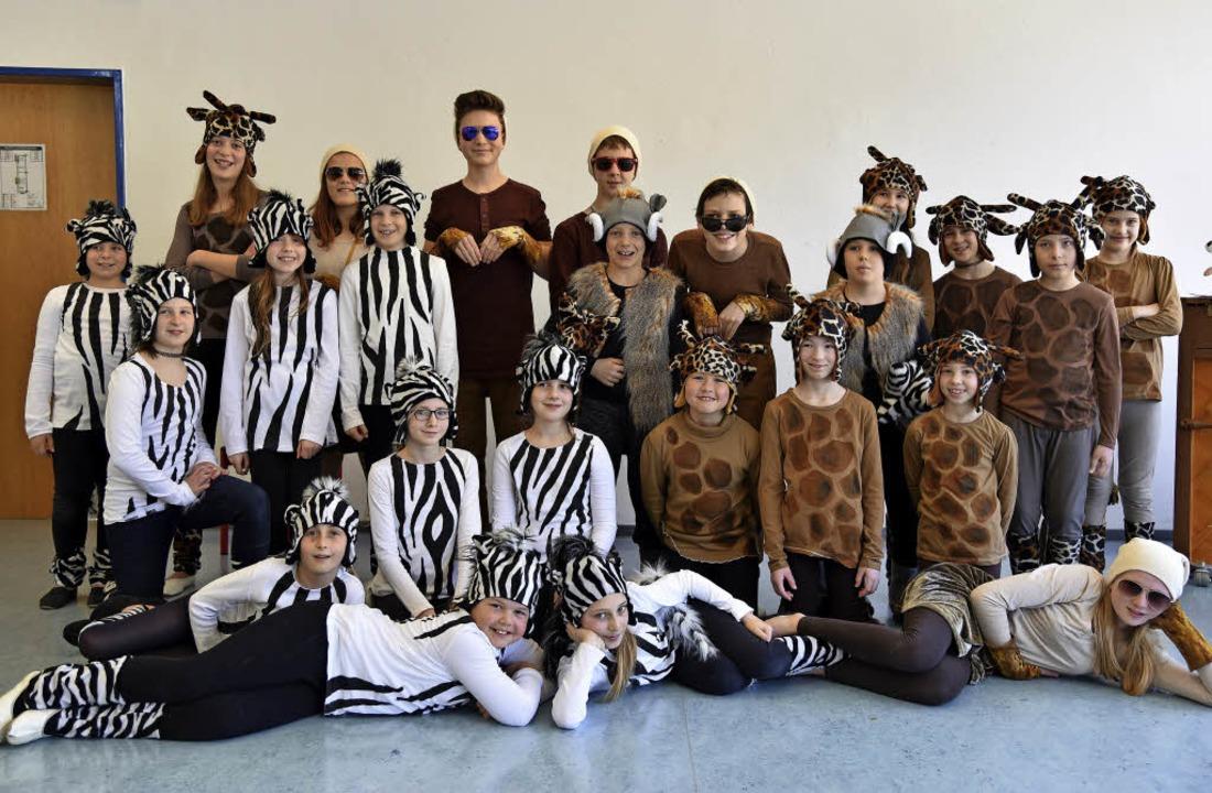 Zebras und Giraffen spannen im neuen Musical zusammen.   | Foto: Eckert