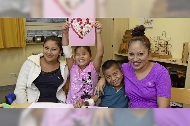 Ein Mädchen und ein Junge aus El Salvador werden in Freiburg operiert