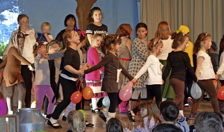 Beim Kindertanznachmittag der Egringer...anzgruppe ging es überaus fröhlich zu.  | Foto: Marco Schopferer
