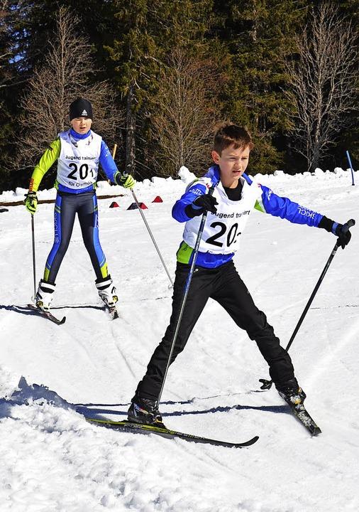 Beim Slalom bergab (Foto links) darf m...z (Foto rechts) ist  gar nicht leicht.  | Foto: Annemarie Zwick