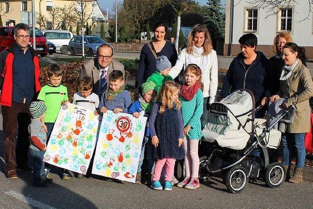 Eltern fordern Tempo 30 bei Schule