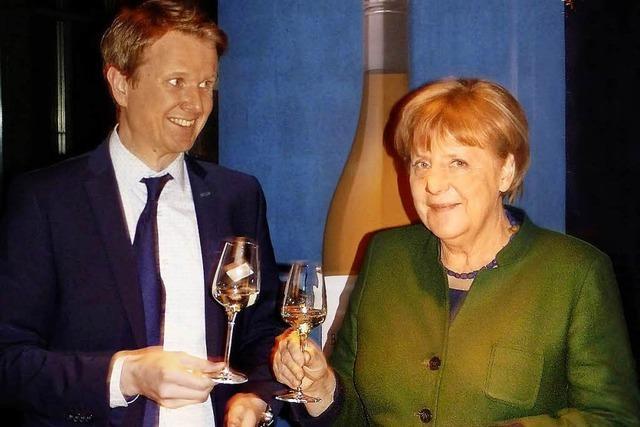 Kaiserstühler Winzer serviert Kanzlerin einen Grauburgunder