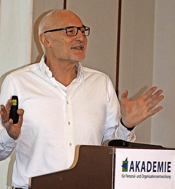 Professor Karlheinz Sonntag von der Un... Arbeit und Gesundheit in Deutschland.  | Foto: Karin Heiß