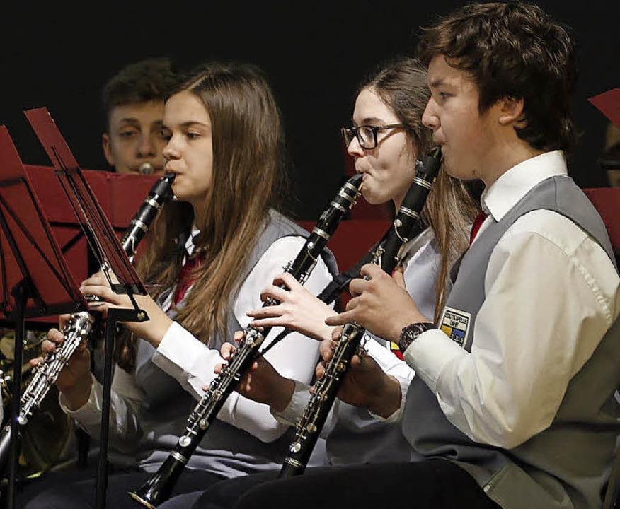 Das Jugendorchester spielt auf.   | Foto: Heidi Fössel