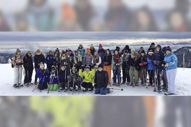 Junge Briten haben ihren Spaß im Schnee