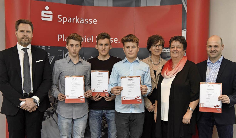 Erfolg beim Planspiel (von links): Oli...chillinger (Realschule am Giersberg).   | Foto: Sascha Baumann