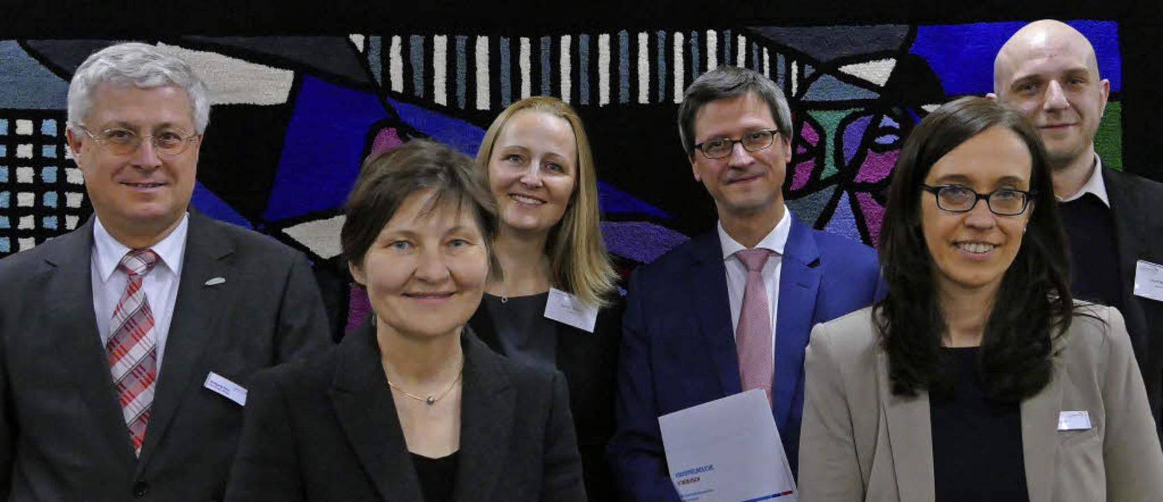 Die Vertreter der Stadt Weil am Rhein ... und  David Hagen (Unicef Österreich)   | Foto: Hugenschmidt