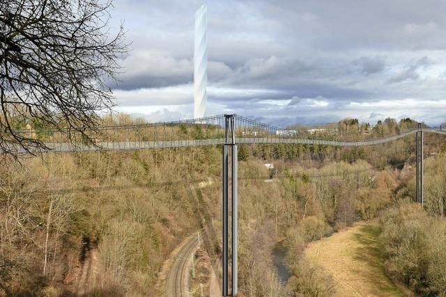 Hängepartie um die längste Brücke zum höchsten Turm