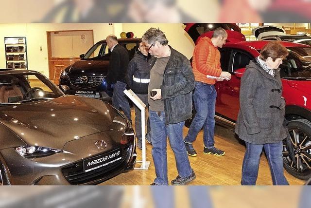 Autofans fahren auf Technik, Platz und Farbe ab