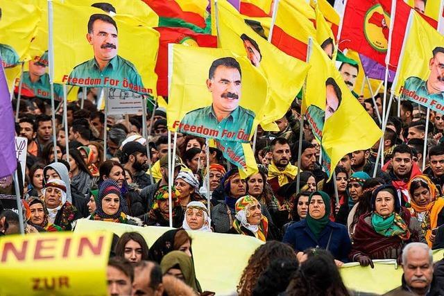 Kurden demonstrieren gegen Verfassungsreferendum