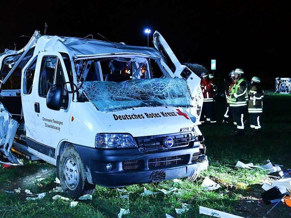 In dem Mannschaftswagen der DRK saßen ...er wurde schwer, vier leicht verletzt.  | Foto: Kamera 24