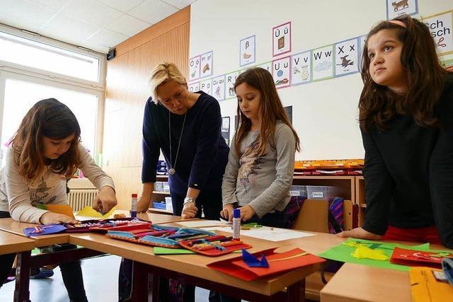 Kultusministerin besucht die größte Grundschule im Landkreis
