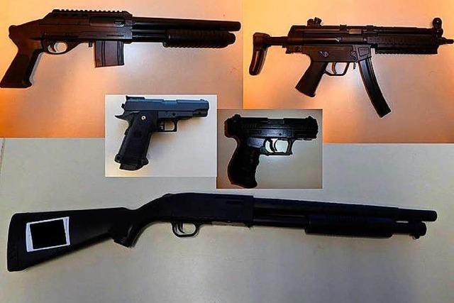 Täuschend echte Waffen auf der Kastelburg