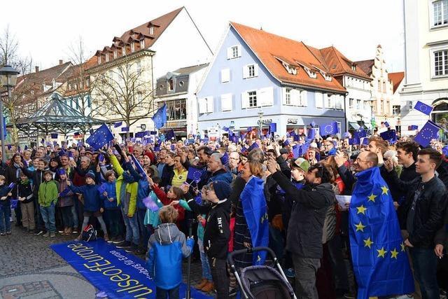 Video: Pro-Europa-Demo auf dem Rathausplatz Offenburg