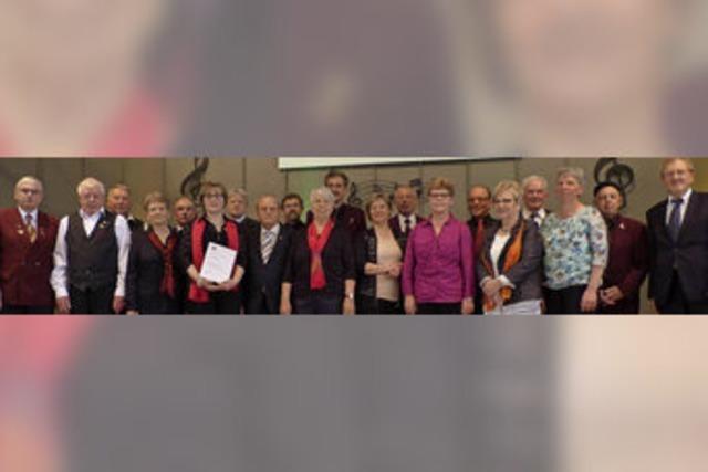 Anerkennung für Einsatz im Chor über Jahrzehnte