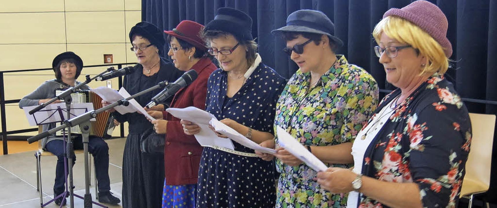 Sechs Landfrauen aus Wittlekofen unter...gele, Sabine Nägele und Andrea Kromer.  | Foto: Erhard Morath