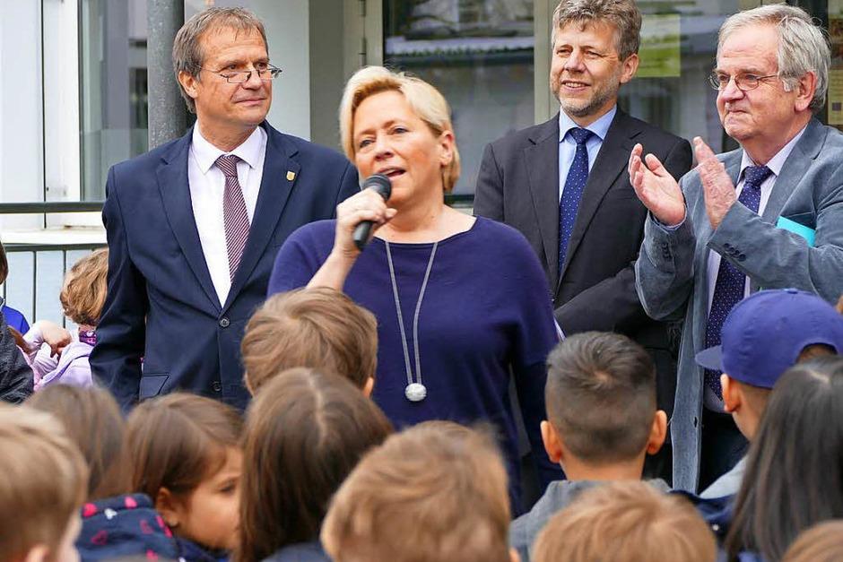 Begeistert über den Schulgesang: Kultusministerin Susanne Eisenmann (Foto: Ingrid Böhm-Jacob)