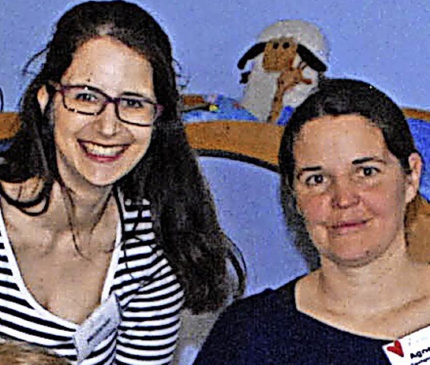 Melanie Lehnertz (rechts) und  Agnes Deiß, Gastgeberin im Familientreff  | Foto: Stabla