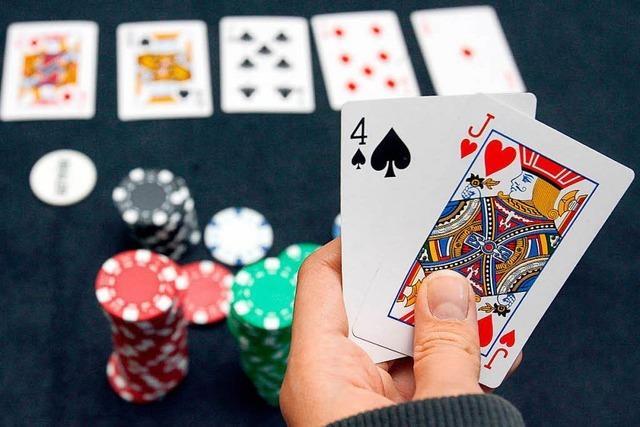 Geldstrafen für illegale Pokerspiele – Kritik an Polizei