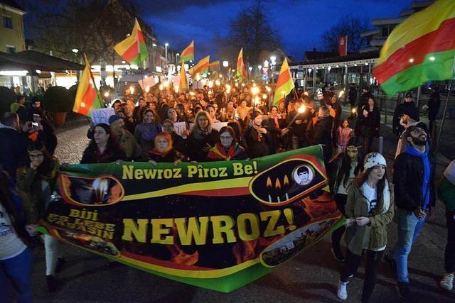 300 Kurden protestieren friedlich in Weil am Rhein
