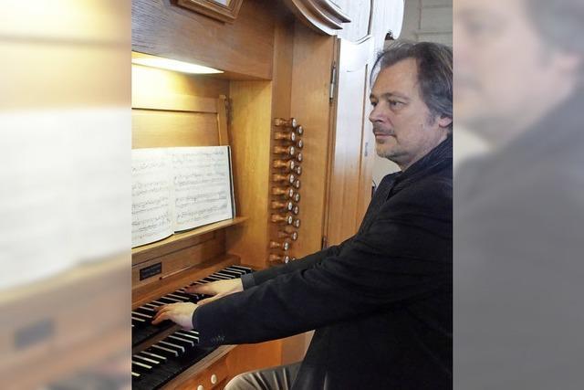 Helmut Deutsch spielte an der Stieffell-Orgel in der Peterskirche