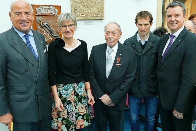Trainerlegende Rolf Luxemburger erhält das Bundesverdienstkreuz
