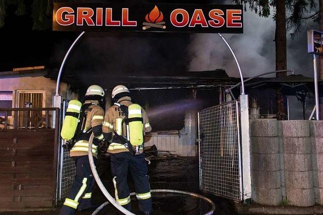 Imbiss in Freiburg-Hochdorf brennt ab - keine Verletzten