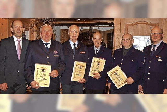 Sechs Kameraden – 325 Jahre Feuerwehrdienst