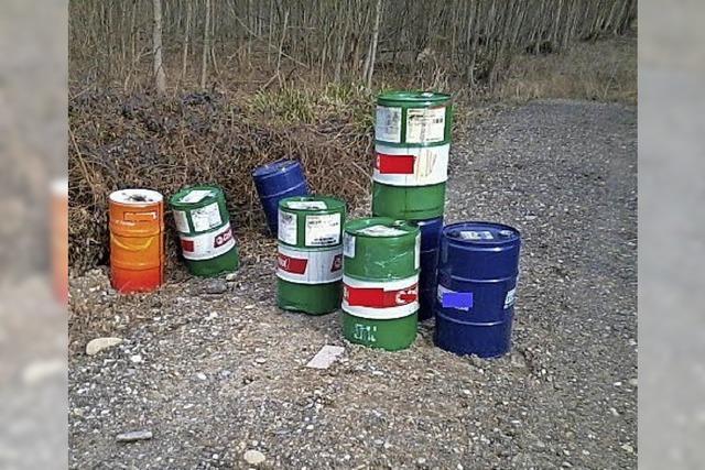 Umweltsünder stellt acht Fässer Altöl in Wald bei Kappel-Grafenhausen ab