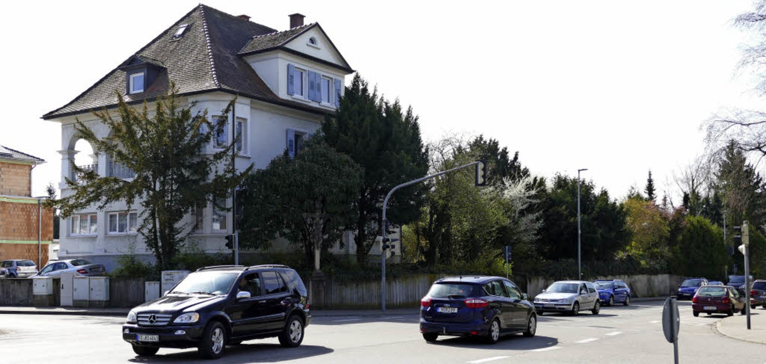 An der zentralen Kreuzung Basler/Stauf...t gleichhohes Wohn- und Geschäftshaus.  | Foto: Hans-Peter Müller