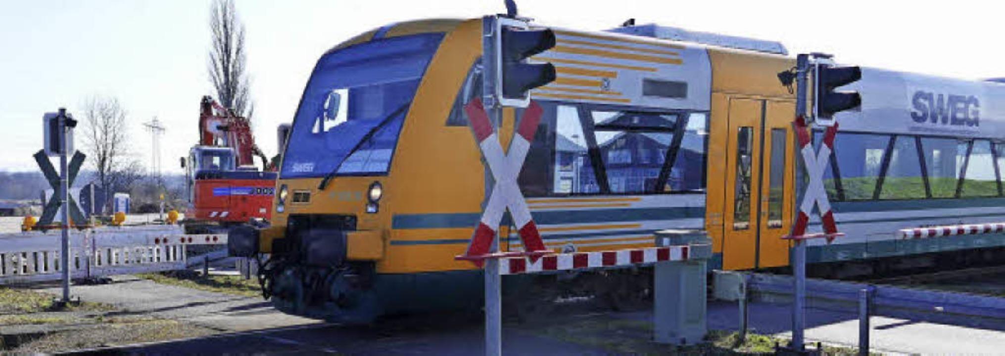 Nur noch bis Ende März fahren die Züge...ktrifizierung der Strecke gearbeitet.   | Foto: Manfred Frietsch