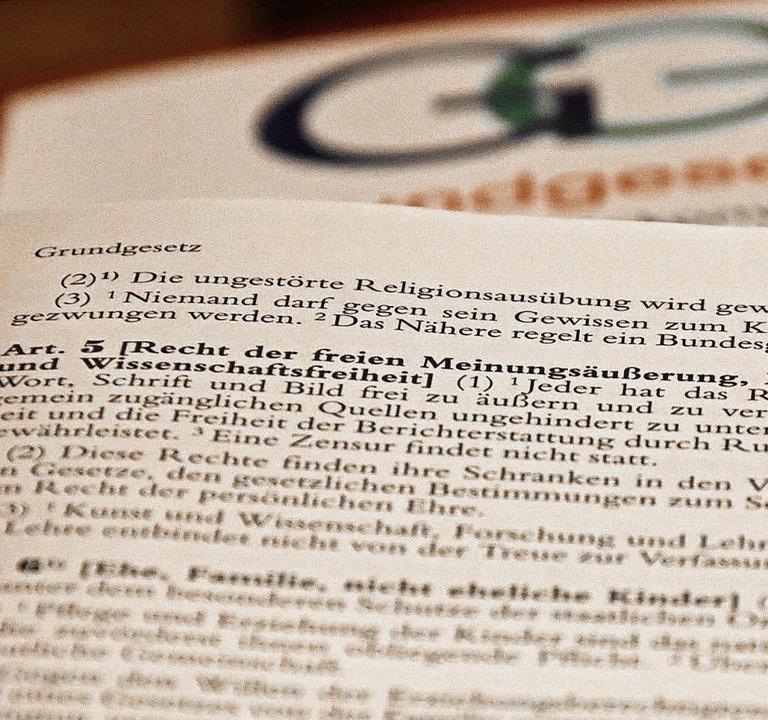 Über den Artikel fünf im Grundgesetz wurde diskutiert.   | Foto: Hirt