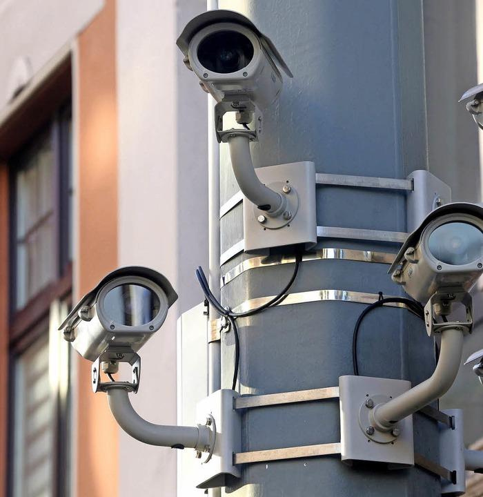Datenschutz vs. Sicherheit  – da...or sie eine Videoanlage installieren.   | Foto: Roland Weihrauch (dpa)