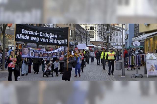 Jesidische Kurden demonstrieren gegen Verfolgung