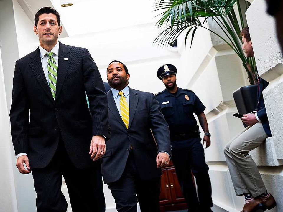 Paul Ryan auf dem Weg zu einem Treffen mit den Republikanern  | Foto: AFP