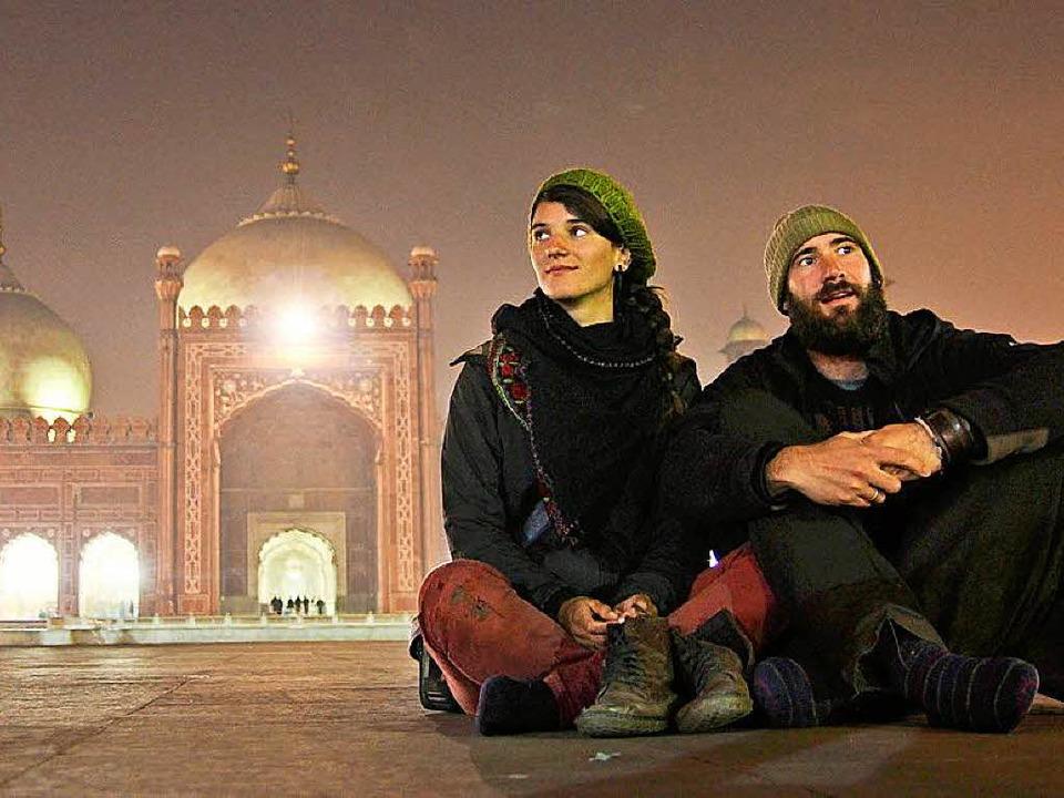Gwen Weisser und Patrick Allgaier vor ...hahi Moschee in Lahore im Januar 2014.  | Foto: Patrick Allgaier