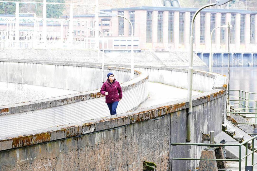Wenn der Film fertig ist, werden die F...hen, wie sie über die Staumauer läuft.    Foto: Sebastian Barthmes