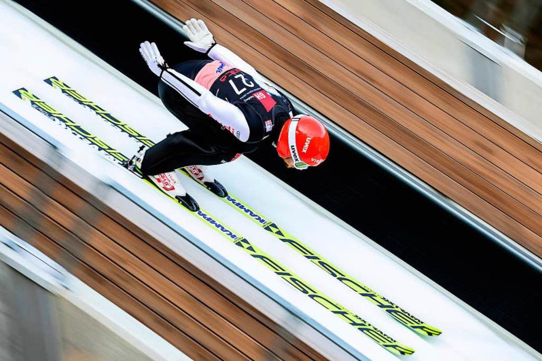 Markus Eisenbichler nimmt Anlauf.  | Foto: AFP
