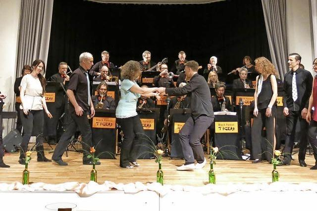 Black Forest Tigers Bigband begeistert in der Steinhalle fast 400 Besucher