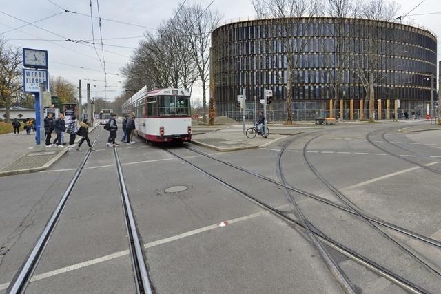 75-Jähriger belästigt Mädchen in Straßenbahn