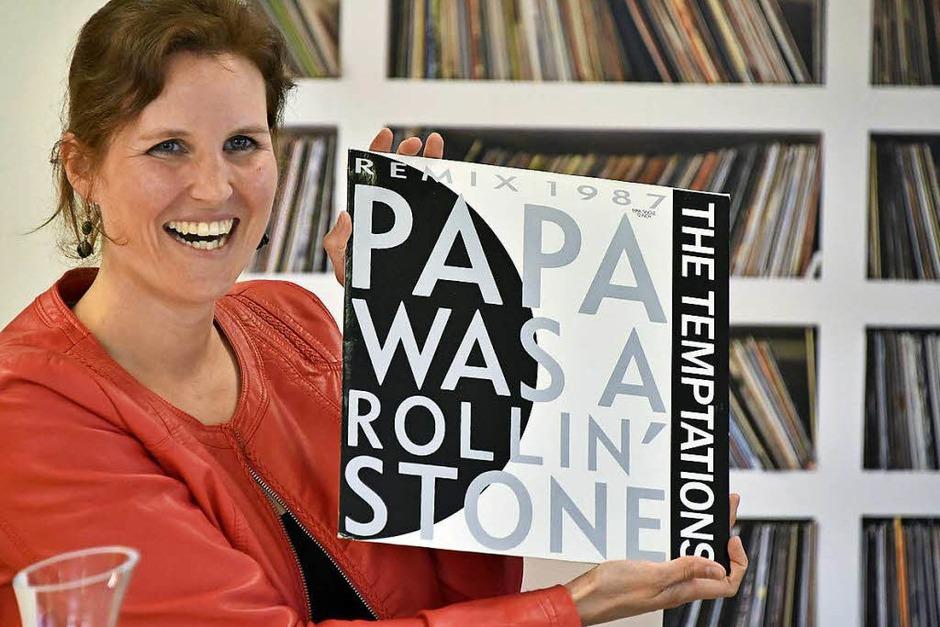 """""""Papa Was A Rolling Stone"""": Annette Karpp, Tochter des Sammler  Reinhold Karpp mit sinnfälligem Motto – dem Songtitel eines Hits der Temptations (Foto: Michael Bamberger)"""